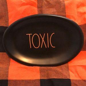 Rae Dunn toxic small plate